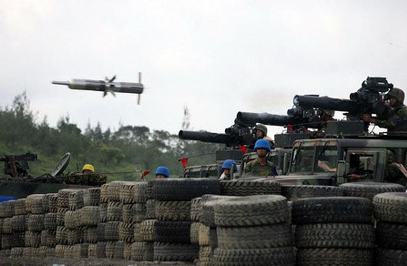 """Długie """"przeciwpancerne ramię"""" piechoty tajwańskiej to obecnie pociski TOW, które w wersji TOW-2B cały czas pozostają skuteczne, szczególnie wobec wozów bojowych kontynentalnych Chin."""