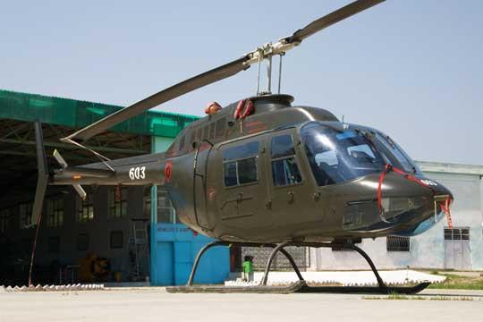 W latach 2002-2005 Włochy przekazały albańskiemu lotnictwu wojskowemu czternaście śmigłowców, w tym siedem wielozadaniowych lekkich AB.206C-1 (na zdjęciu) i siedem transportowych średnich AB.205A-2.