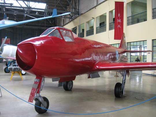 Pierwszym opracowanym w Argentynie wojskowym samolotem odrzutowym był myśliwiec FMA I.Ae. Pulqui I. Oblatany 9sierpnia 1947 r. (zbudowano 1 prototyp). Jego konstruktorem był Francuz Emile Dewoitine.