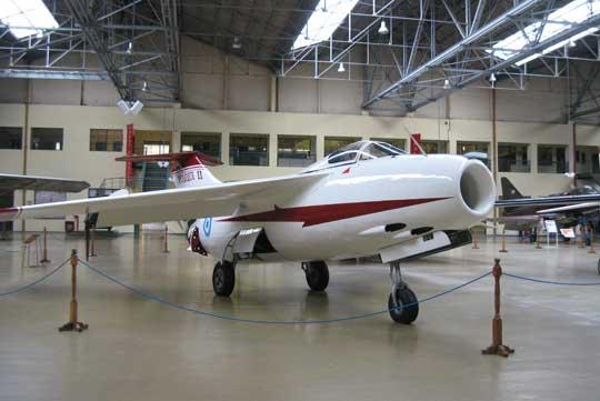 27 czerwca 1950 po raz pierwszy wzbił się w powietrze myśliwiec FMA I.Ae. Pulqui II, zbudowano 4 egzemplarze latające ijeden do prób wytrzymałościowych. Jego konstruktorem był Niemiec Kurt Tank.