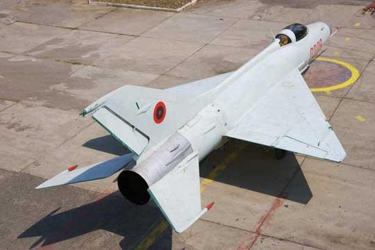 W połowie lat siedemdziesiątych ubiegłego wieku Siły Powietrzne Albanii osiągnęły maksymalny stan eskadr wyposażonych w odrzutowe samoloty bojowe (1 x F-7A, 6 x F-6, 1x F-5 i 1 x MiG-15 bis).