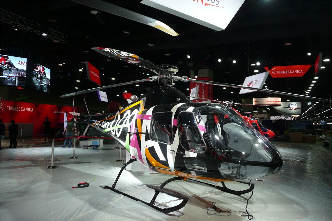 Pierwszego dnia targów, Finmeccanica Helicopter Division zaprezentowała rozwojową wersję śmigłowca SW-4 z PZL-Świdnik noszącą nazwę AW009. Fot. FHD