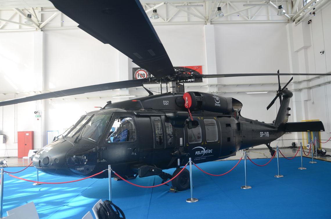 S-70 Black Hawk. Kabina jest największym i najbardziej skomplikowanym elementem Black Hawka oraz podstawową strukturą nośną dla komponentów wewnętrznych i zewnętrznych. Na ważącej nieco ponad tonę kabinie są także zainstalowane zbiorniki paliwa, silniki oraz przekładnia główna wirnika.