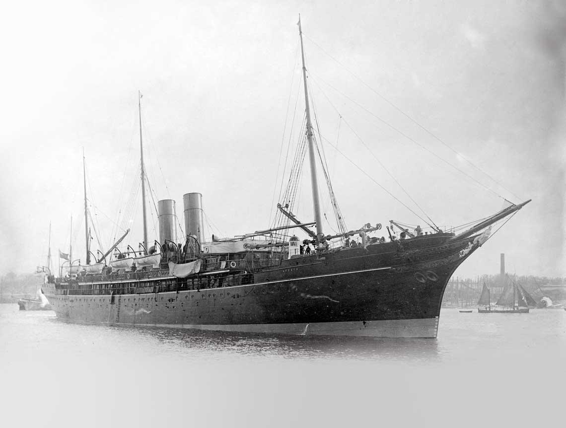 Fatalny kwartał 10. Dywizjonu. Brytyjski statek pasażerski Atrato, przyszły HMS Viknor, pierwszy z trzech krążowników pomocniczych utraconych przez Royal Navy w początkowych miesiącach 1915 r.