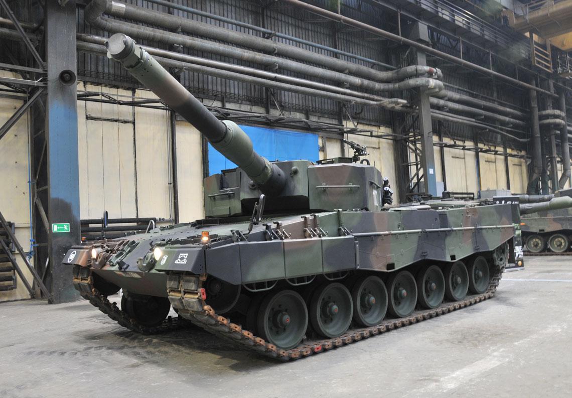18 lutego zaprezentowano pierwszy czołg Leopard 2A4, który przeszedł przegląd F6 wZakładach Mechanicznych Bumar-Łabędy S.A., tym samym przedsiębiorstwo wykazały uzyskanie kompetencji, które miały zostać osiągnięte do końca kwietnia br. Prace przy pierwszych wozach realizowane są przy udziale specjalistów niemieckiego partnera.