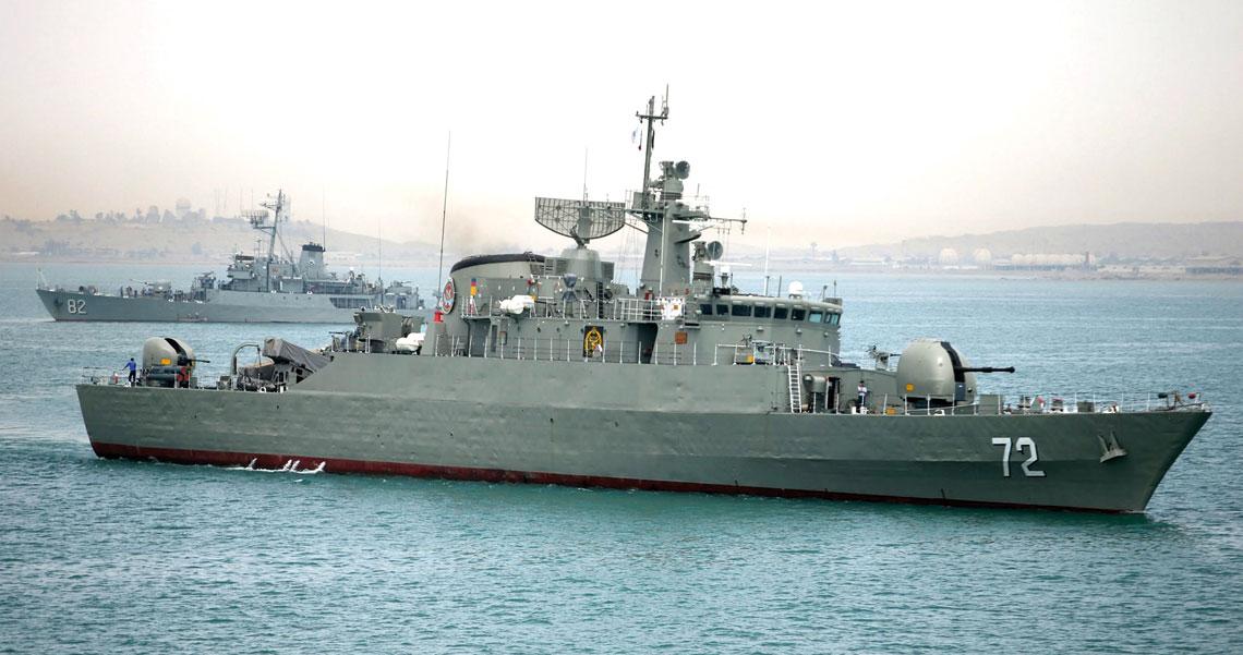 Damavand, pierwsza korweta zbudowana  przez irańską stocznię nad Morzem Kaspijskim. Nad okrętem śmigłowiec AB212 ASW.