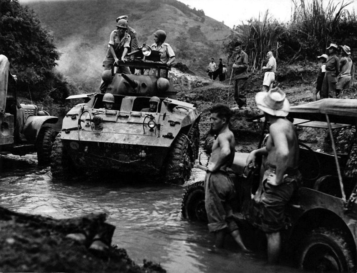 Generał Jean de Lattre de Tassigny powołał samodzielne grupy pancerne ze szwadronami czołgów i kompanii piechoty zmechanizowanej. Powstały też samodzielne brygady zmotoryzowane.