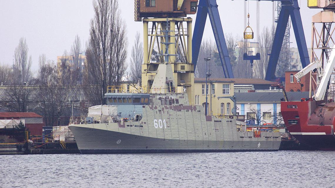 3 marca ORP Kormoran wrócił na wodę, gdzie trwa jego wyposażanie.