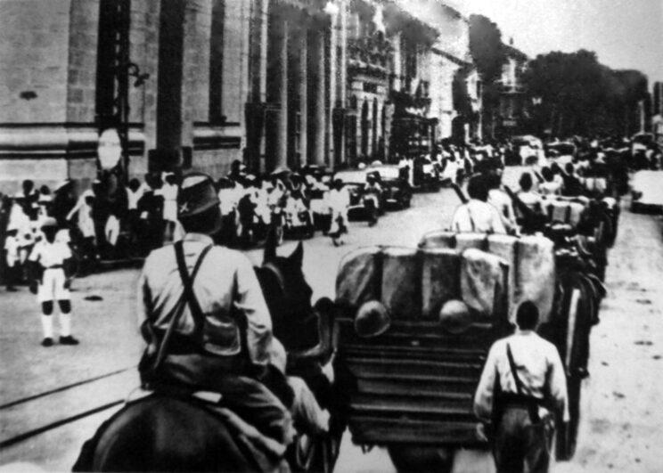 Siły japońskie wkraczają zwycięsko do Sajgonu we wrześniu 1940 r. Pomimo tego Francja Vichy kontynuowała sprawowanie nominalnej władzy, szczególnie w zakresie administracji cywilnej.