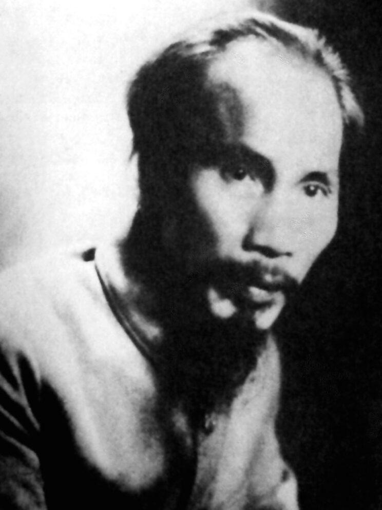 Nguyễn Sinh Cung, później znany jako Hồ Chí Minh – twórca Ligi na Rzecz Niepodległości Wietnamu (w1941 r.). Hồ Chí Minh zajął się wymiarem polityczno-ideologicznym, a Giáp wojskowym.