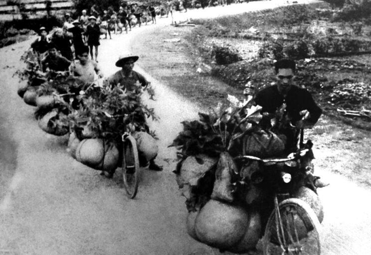 Francuzi byli przekonani, że ich dobrze wyszkolona i wyposażona armia w Indochinach szybko złamie opór siłwietnamskich, pozbawionych broni i doświadczenia.