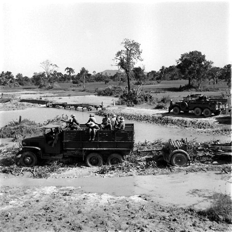 Ciężkie siły francuskie źle sobie radziły w podmokłym, zalesionym kraju bez odpowiednich dróg – partyzanci przemieszczali się szybciej i po ataku od razu wycofywali się do lasu.