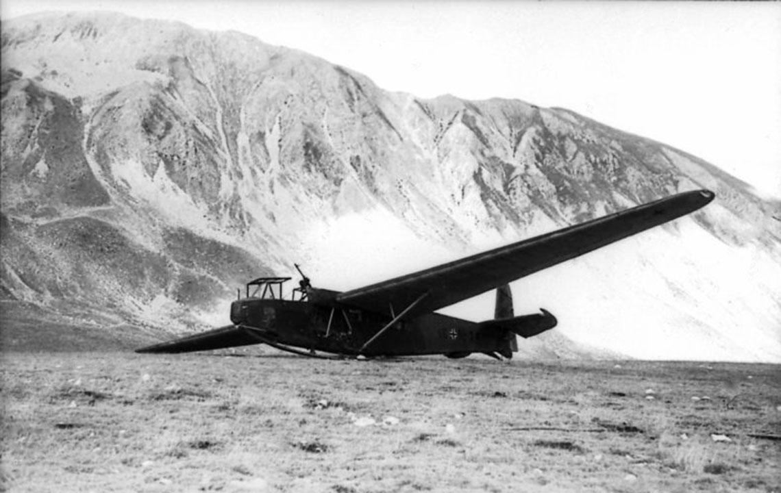 Szybowce desantowe DFS 230 wykorzystywano odmaja 1940 r. do końca wojny. Ostatnie loty naszybowcach tego typu wykonano wiosną 1945 r. dooblężonego przez Armię Czerwoną Wrocławia.