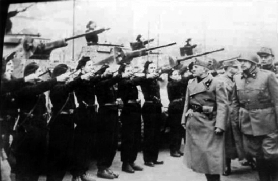 """Wizyta Benito Mussoliniego w batalionie """"Leonessa"""", 18 grudnia 1944 r."""