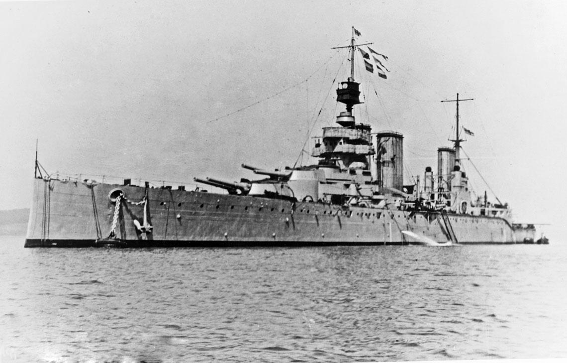 Krążownik liniowy HMS Lion, flagowiec wadm. Beatty'ego. Miał szczęście i nie podzielił losu trzech innych brytyjskich okrętów tej klasy. Jednak to nie samo szczęście ocaliło go od katastrofy... Fot. NHHC