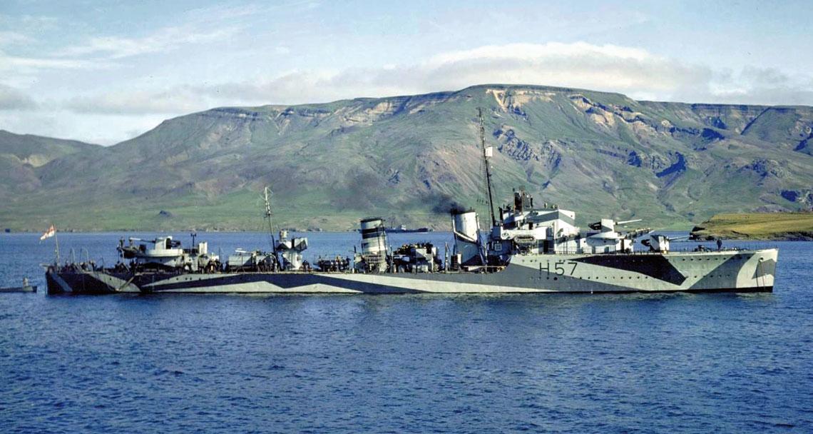 Ogary Atlantyku. Hesperus na fotografii z 1941 r., po zdjęciu wyrzutni torpedowej i zainstalowaniu armaty przeciwlotniczej kal. 76 mm