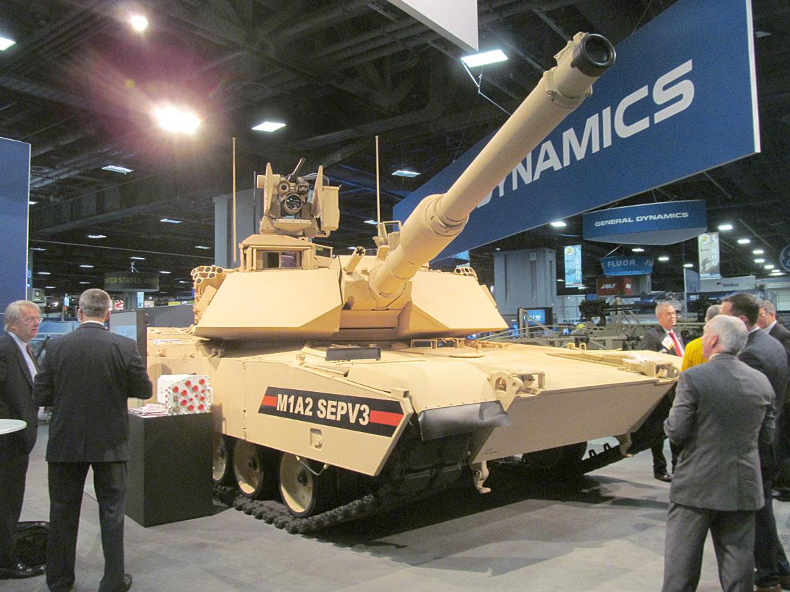 Demonstrator czołgu M1A2 SEP v.3 pokazany na wiosennej wystawie AUSA 2015, jeszcze bez niektórych zaplanowanych modyfikacji. Fot. Tim Fish/Shephard Media.