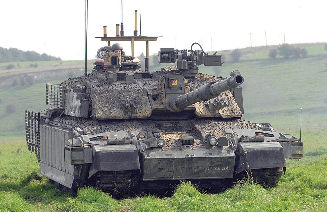 """""""Misyjny"""" Challenger 2 TES (Theatre Entry Standard), ważący wraz z pakietem opancerzenia i wyposażenia dodatkowego 74 tony! Czyni go to najcięższym użytkowanym w większej liczbie czołgiem w historii."""