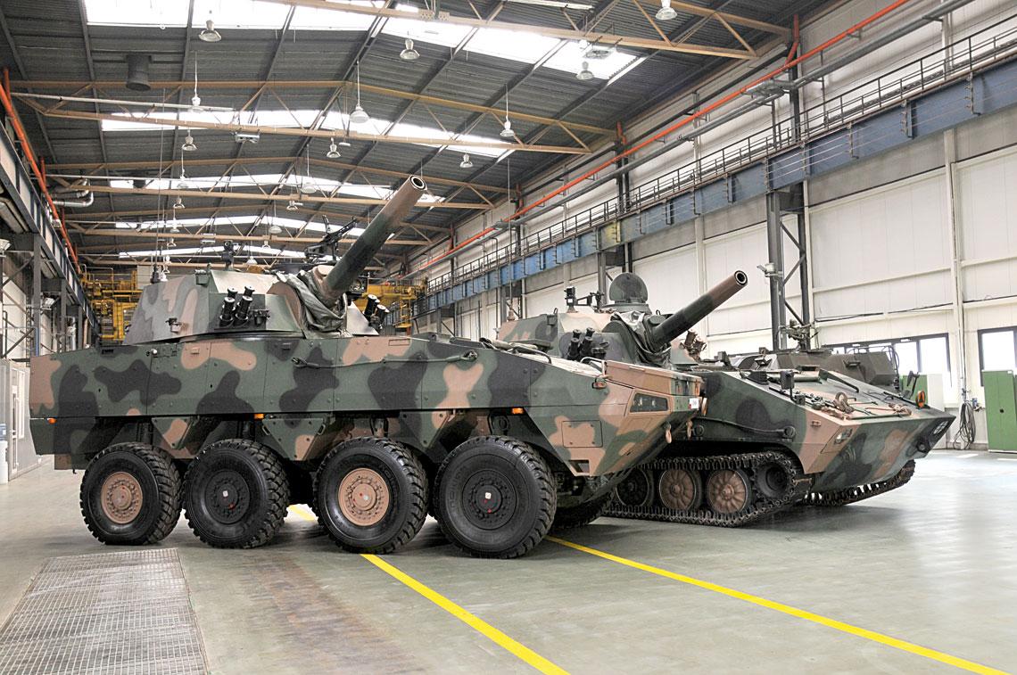 Na mocy umowy podpisanej 28 kwietnia, w latach 2017-2019 jednostki Wojsk Rakietowych i Artylerii wzbogacą się o 64 moździerze samobieżne Rak na podwoziu kołowym i 32, towarzyszące im, wozy dowodzenia. W perspektywie nie można wykluczyć zamówienia także odmiany na nośniku gąsienicowym.