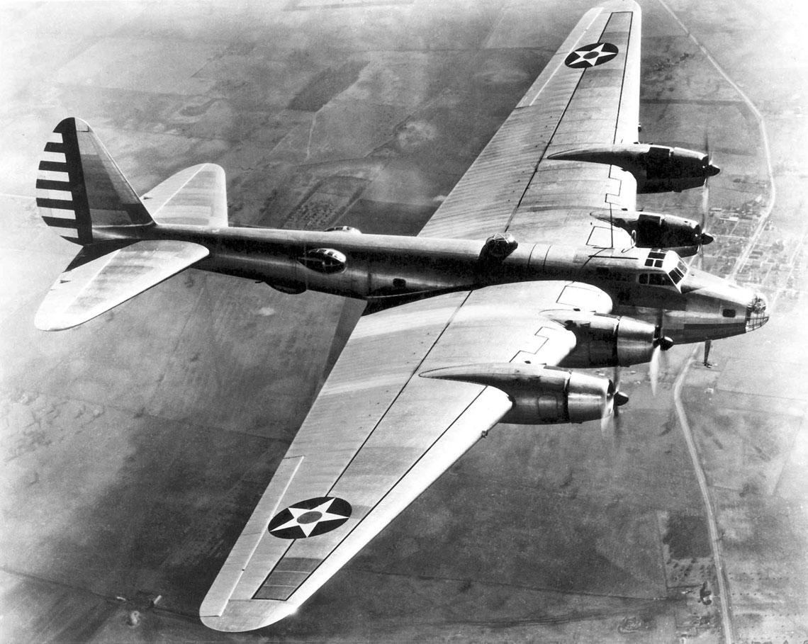 Prototyp XB-15 (35-277) podczas prób w Materiel Division w bazie Wright Field w 1938 r. W momencie oblotu był to największy i najcięższy samolot skonstruowany w Stanach Zjednoczonych.