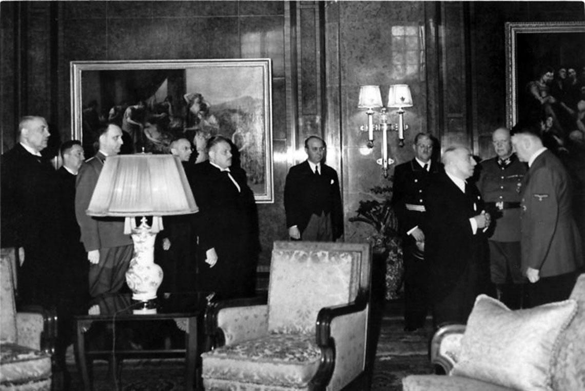 1942 rok: prezydent Emil Hácha namawia Adolfa Hitlera do wysłania wojsk czeskich na front wschodni. Ostatecznie czescy żołnierze trafili do Włoch.