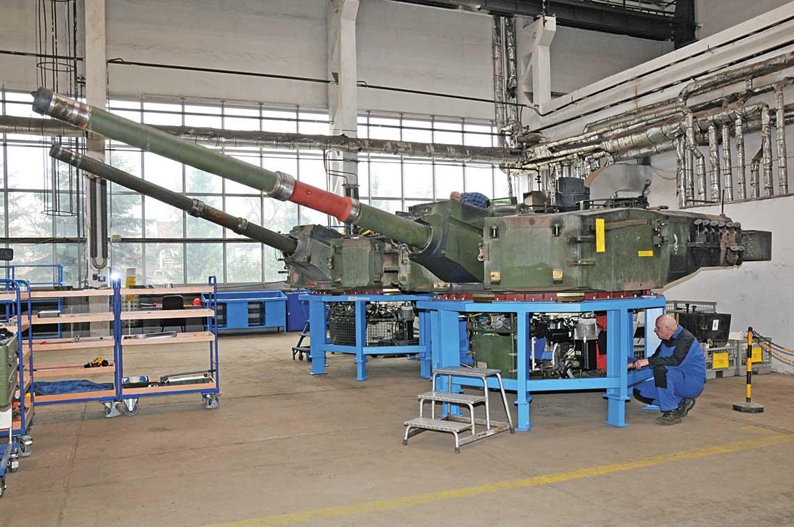 W przypadku obsług czołgów Leopard 2A5 kluczowe dla specjalistów WZM S.A. było opanowanie prac związanych z zespołami o odmiennej konstrukcji lub kompletacji w stosunku do wersji A4. Dotyczy to przede wszystkim wieży czołgu.