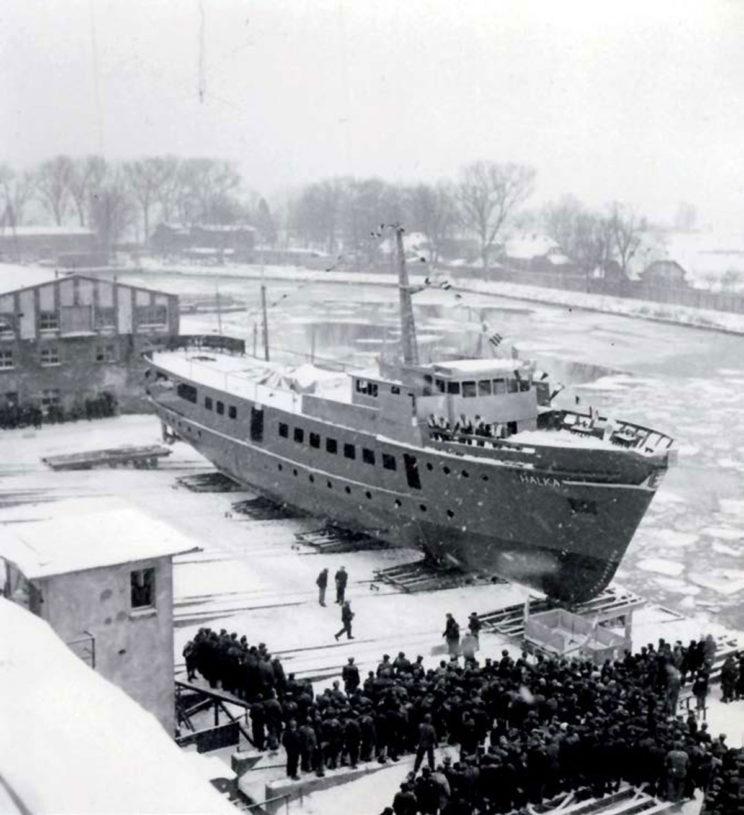 Wodowanie boczne statku, 25 stycznia 1967 r. Fot. Zbigniew Kosycarz ze zbiorów Autora