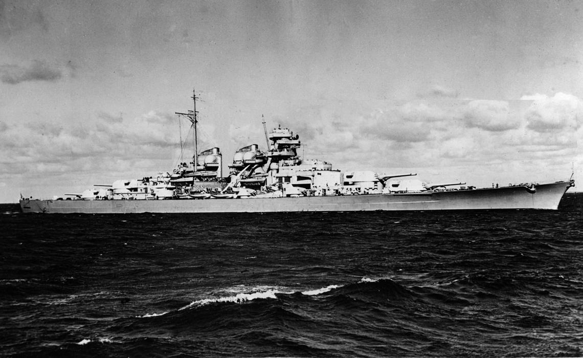 Czy tak wyglądałby pancernik typu H-39? Dla pobudzenia wyobraźni publikujemy fotomontaż powstały na bazie znanego zdjęcia Bismarcka wykonanego w czasie prób morskich. Fot. zbiory Autora
