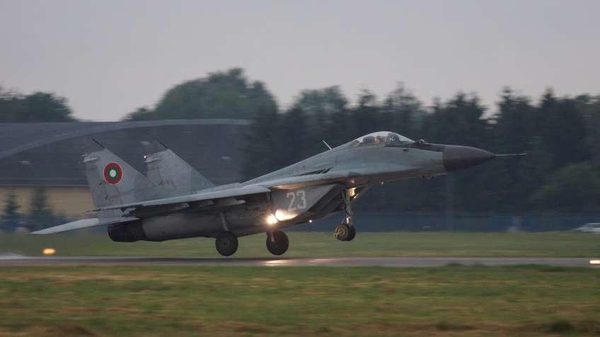 Sofia zakończyła współpracę w zakresie wsparcia eksploatacji myśliwców MiG-29 z Rosjanami i poszukuje dostawcy usług logistycznych dla swoich maszyn tego typu. Ma to pozwolić na utrzymanie ich w linii do 2023 r. i zapewnić osłonę własnej przestrzeni powietrznej.