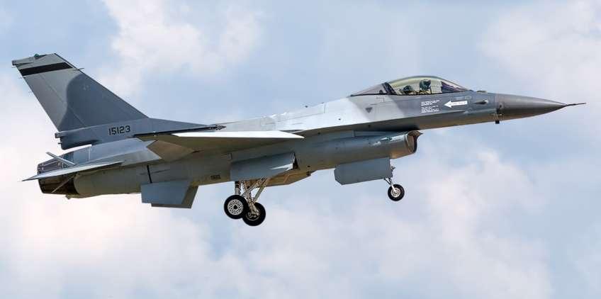 Jeden z pierwszych rumuńskich F-16AM Fighting Falcon po remoncie i modernizacji w zakładach OGMA w Portugalii, jeszcze bez znaków przynależności państwowej.