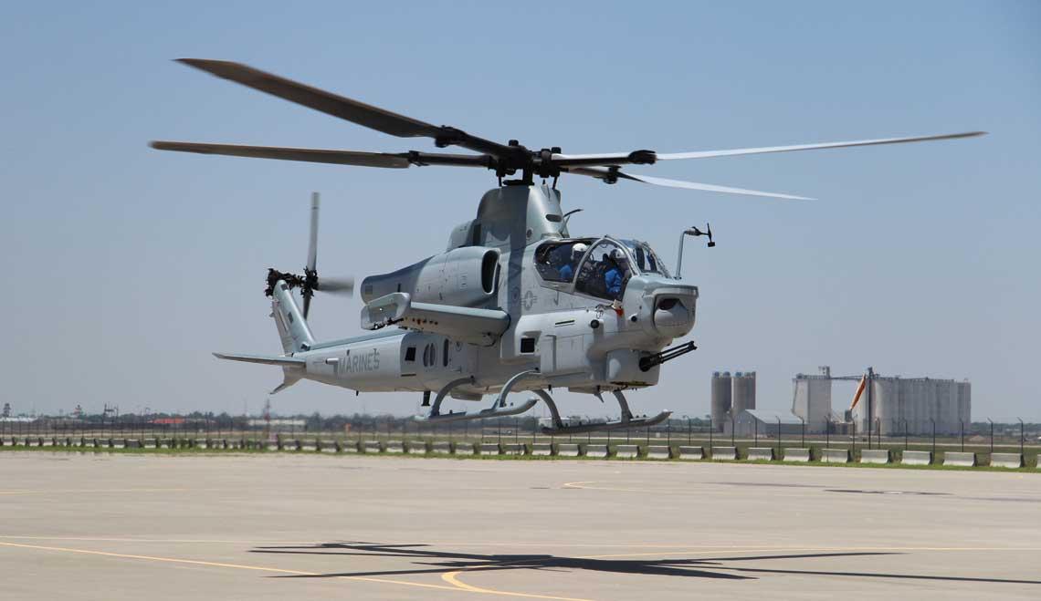 """AH-1Z jest jednym z kandydatów w polskim programie """"Kruk"""" na następcę śmigłowców bojowych Mi-24. Producent przekonuje, że maszyny tego typu wykorzystywane przez USMC mają bardzo duże możliwości i są tanie w eksploatacji."""