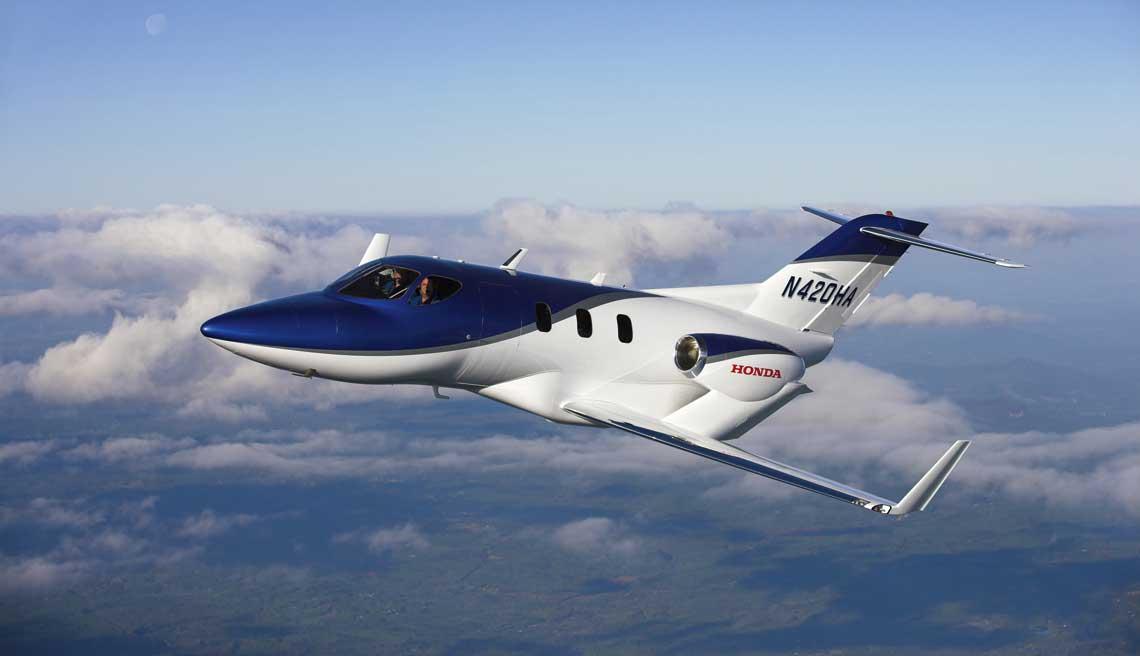 Pierwszy prototyp HondaJet (nr ser. P001, rej. N420HA) został oblatany 3 grudnia 2003 r. Samolot ten posłużył wyłącznie do weryfikacji przyjętych rozwiązań konstrukcyjnych i aerodynamicznych.