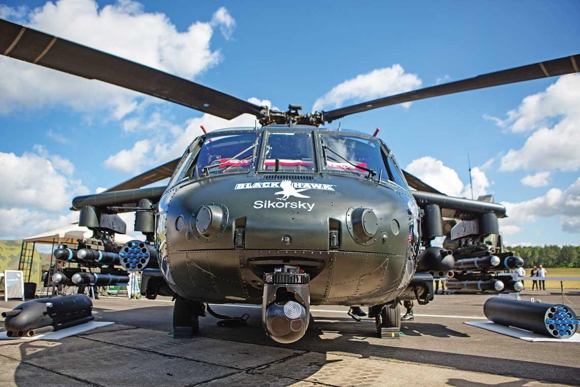 Uzbrojony Sikorsky S-70i Black Hawk International zaprezentowany podczas Dnia Dostojnych Gości na poligonie w Drawsku Pomorskim 16 czerwca.