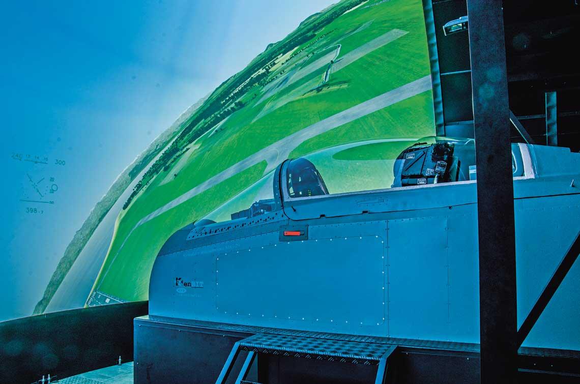 Symulator MiG-29, oddany 22 czerwca do użytku w 23. Bazie Lotnictwa Taktycznego, jest obecnie najnowocześniejszym urządzeniem w swej klasie używanym w Siłach Powietrznych.