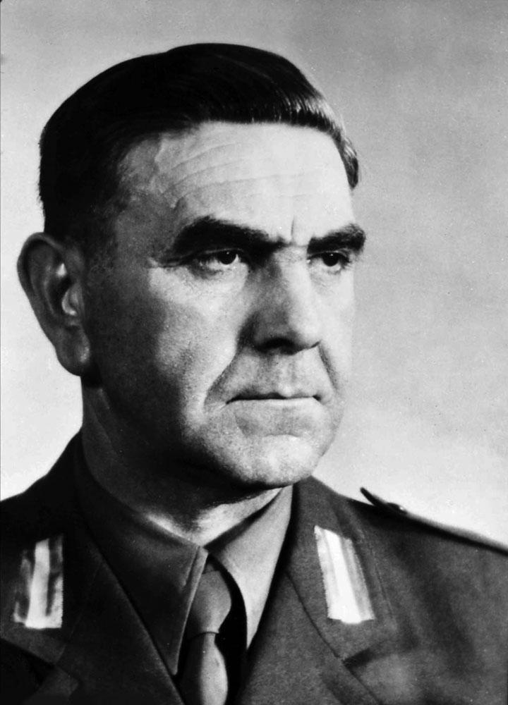 Ante Pavelić (1889-1959) – chorwacki polityk faszystowski, przywódca ustaszy i szef Niepodległego Państwa Chorwackiego (1941-1945). Odpowiedzialny zaludobójstwo na Serbach, Żydach i Cyganach.