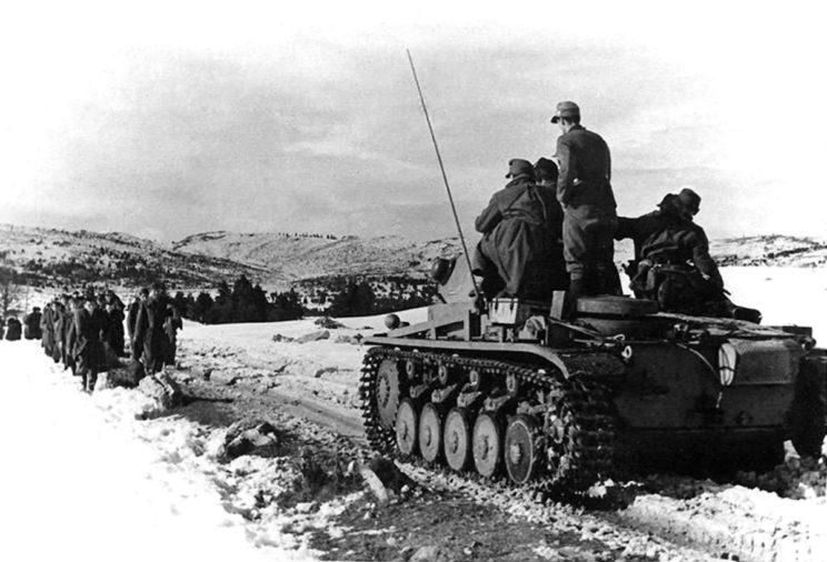 Chorwackie Siły Samoobrony ukierunkowano głównie na walkę z przeciwnikiem wewnętrznym – Czetnikami oraz komunistycznymi partyzantami.