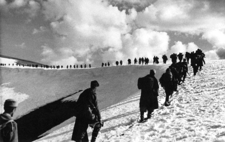 W tej sytuacji główne siły partyzanckie Josipa Broz Tito zaczęły odwrót na południe, w kierunku włoskiej strefy okupacyjnej.