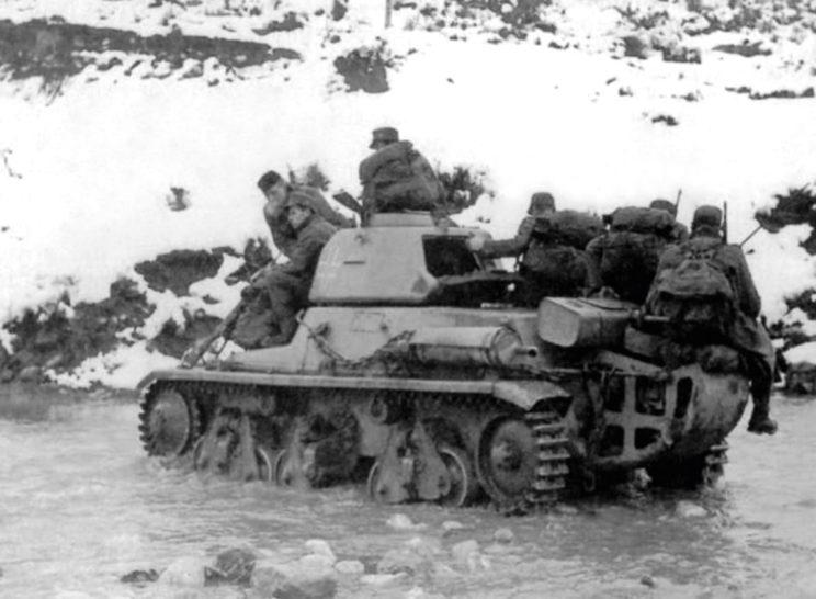 """W skład 7. Ochotniczej Dywizji Piechoty Górskiej SS """"Prinz Eugen"""" wchodziła m.in. kompania zdobycznych francuskich czołgów lekkich Hotchkiss H-39."""