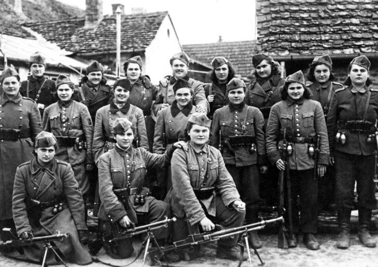 Po bitwie nad Sutjeską partyzanci Tito zostali zreorganizowani w 16 brygad, liczących ponad 22 000 oficerów i żołnierzy. Były w ich składzie także oddziały kobiece.