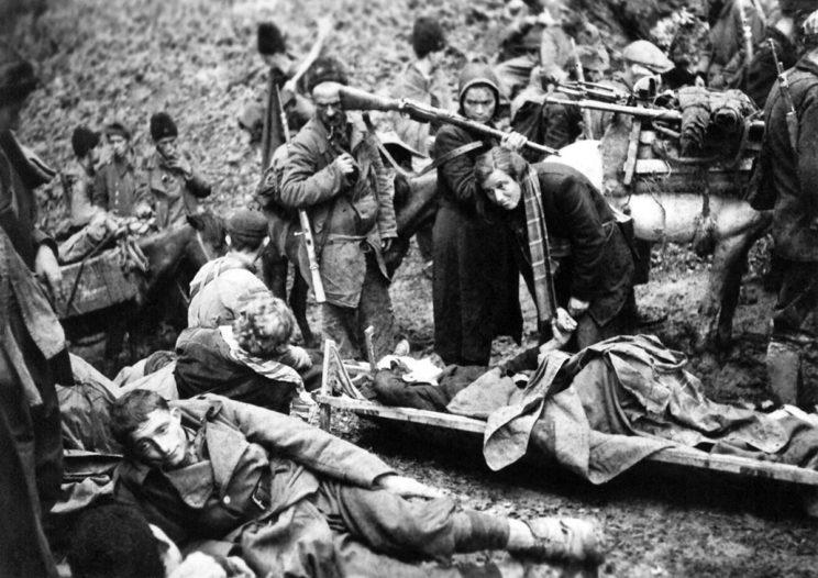Po podziale Europy na strefy wpływów od 1943 r. alianci zachodni zaprzestają wszelkiej pomocy dla wojsk królewskich i zaczynają wspierać wyłącznie partyzantkę komunistyczną, która pod koniec wojny staje się jedyną realną siłą militarną i polityczną w Jugosławii.