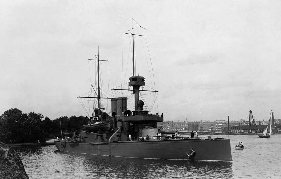 Pancerniki obrony wybrzeża typów Oden, Äran i Oscar II. Pancernik Oden w Sztokholmie w 1897 r. Fot. Sjöhistoriska museet