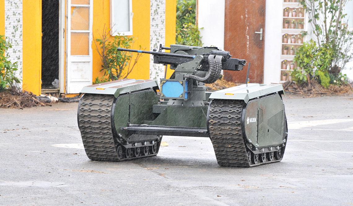 THeMIS Adder – wynik egzotycznej współpracy między Estonią a Singapurem. Maszyna uzbrojona w 12,7 mm wkm efektownie prezentowała się na pokazach dynamicznych.