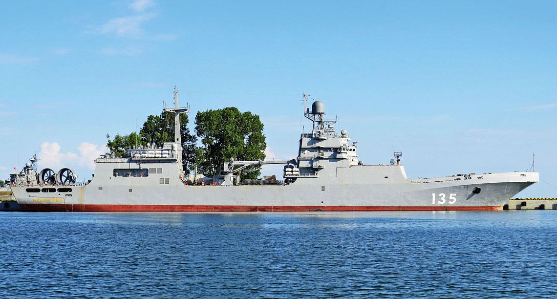 Najnowszy desantowiec WMF w bazie w Bałtyjsku, w czasie prób morskich, w czerwcu bieżącego roku.