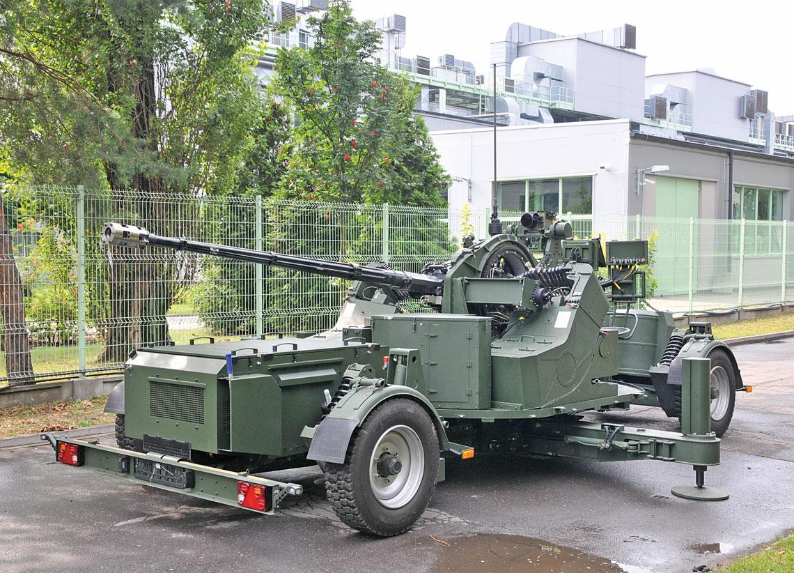 Armata przeciwlotnicza AG-35 w położeniu bojowym w całej okazałości.