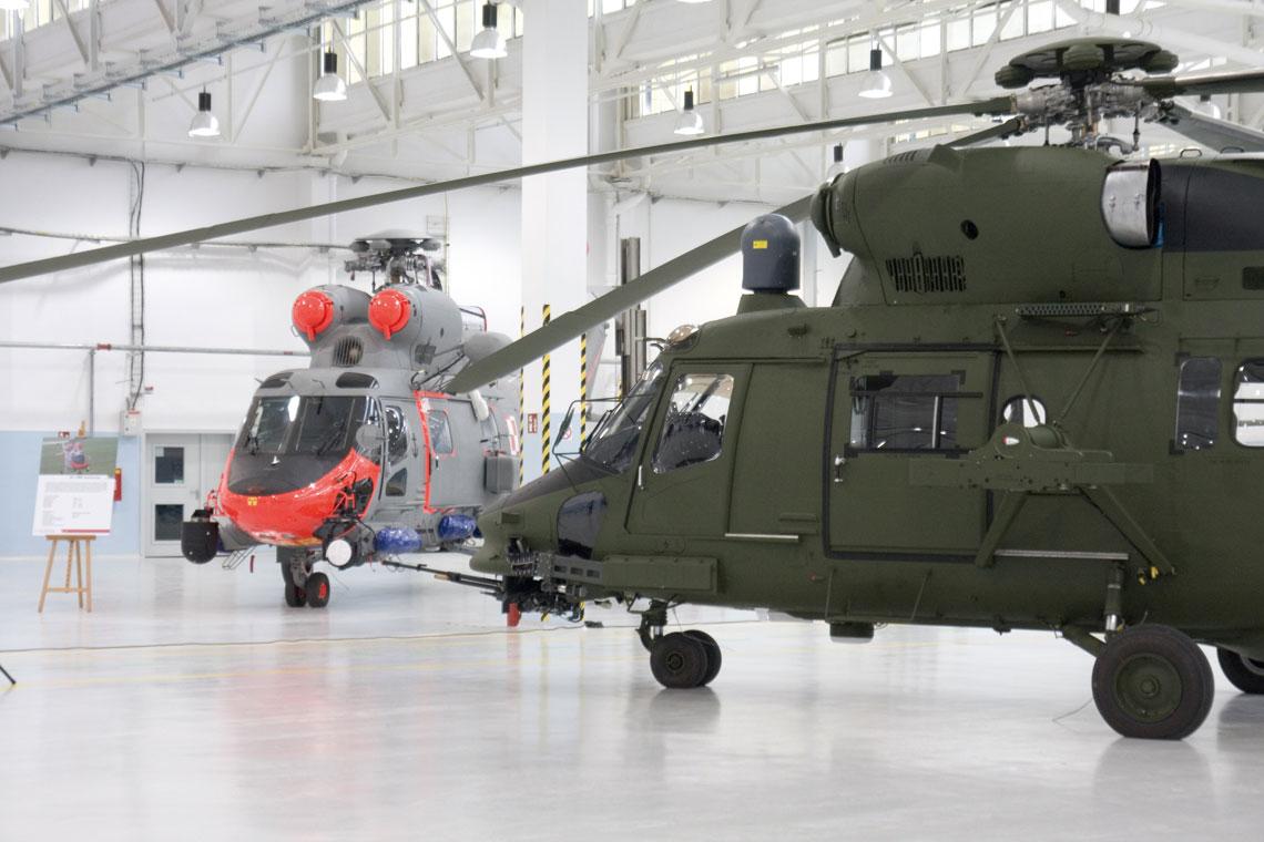 Pierwsze dwa wojskowe wielozadaniowe śmigłowce transportowe PZL W-3T Sokół należące do Lotnictwa Marynarki Wojennej zostały zmodernizowane do wariantu ratowniczego W-3WA SAR. Fot. Paweł Bondaryk