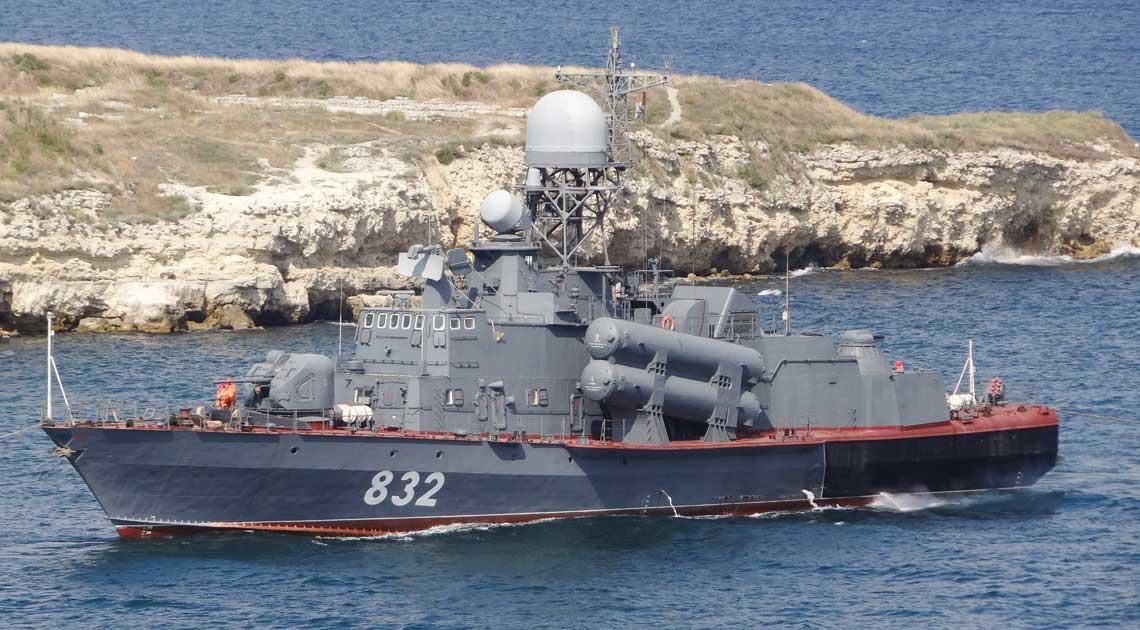 Sierpień 2015 r., R-32 wchodzi do Sewastopola zagarniętego przez Rosjan. Fot. Witalij Kostriczenko