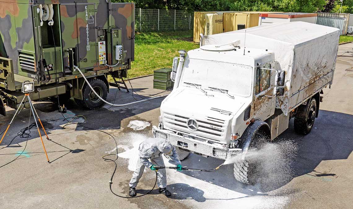 Dekontaminacja pojazdów przy użyciu systemu DSVP-10C.