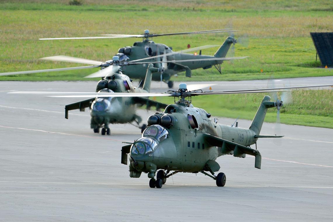 Wysłużone i pozbawione podstawowego uzbrojenia przeciwpancernego Mi-24 pilnie potrzebują następców.