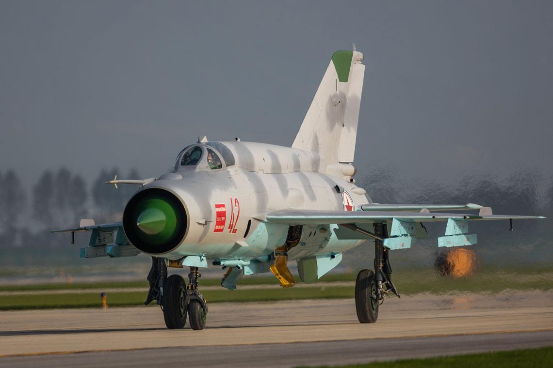 Siły Powietrzne KRLD przewyższają lotnictwo Republiki Korei pod względem liczby samolotów i śmigłowców, ale ich mała nowoczesność (w większości są to przestarzałe typy sprzętu) i braki w wyszkoleniu niwelują tę przewagę.