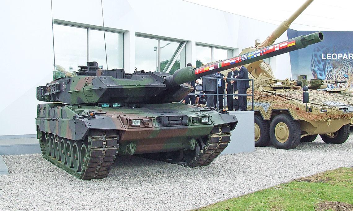 Leopard 2A7 na stoisku KMW na salonie Eurosatory 2016. Model ten jest obecnie najbliższy przyszłej wersji A7V.